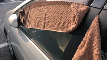 タオルでお金をかけない車中泊目隠し